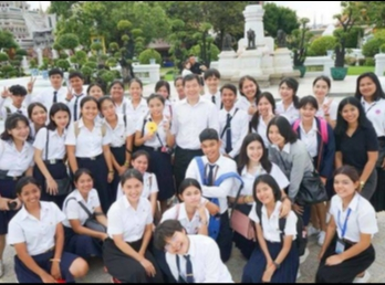Tourism Management Program SSRUIC arranged students on walk tour to visit main temples  in the inner Bangkok