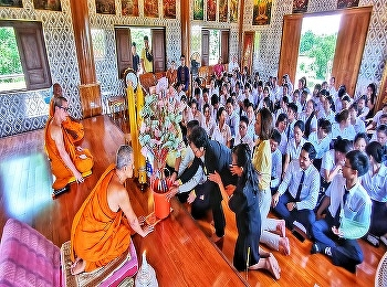 International College, Suan Sunandha Rajabhat University (SSRUIC) led by the dean, Asst.Prof. Dr. Krongthong Khairiree and management team, lecturers, staff together with students have made merit and  presented Lent Candles of 2019 to monks at Sri Thavorn
