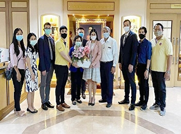 International College Suan Sunandha Rajabhat University gave a flower basket to congratulate Assoc.Prof.Dr. Chutikan Srivibun as a new  President of Suan Sunandha Rajabhat University