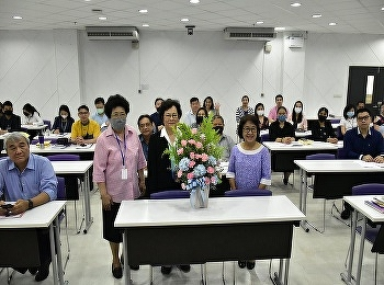 Associate Professor Tasanee Siriwan, representative of the International College Suan Sunandha Rajabhat University Give a flower basket to congratulate Assistant Professor Dr. Krongthong Khairiri on her position as Dean. International College Suan Sunandh