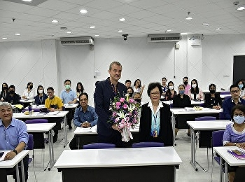 Suan Sunandha Rajabhat College gave flowers to congratulate Associate Professor Dr. Denis Ushakov on experience assigned to higher academic positions in the international sub-discipline of science.